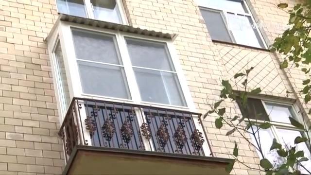 Застеклить балкон в сталинском доме.