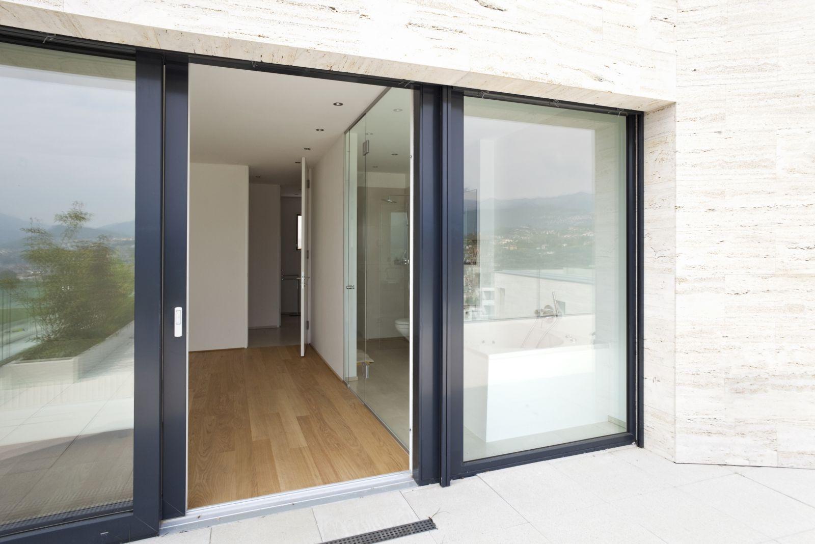 Заказать остекление балконов раздвижными пластиковыми окнами.